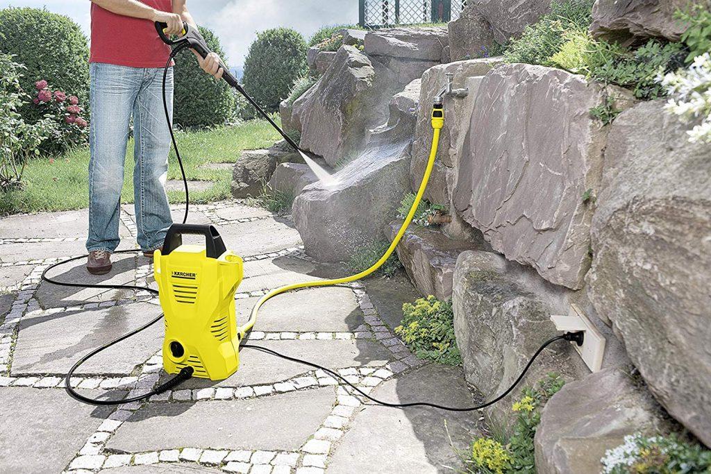 Nettouage du jardin avec un nettoyeur haute pression